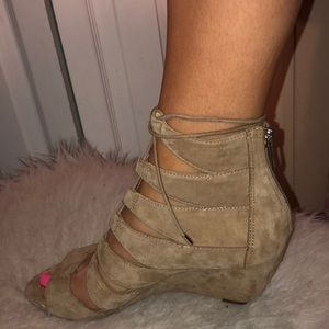 Sam Edelman tan sandal wedges